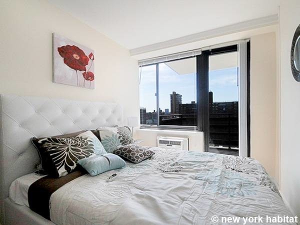 New York Apartment: 3 Bedroom Apartment Rental in Upper West Side (NY-16556)