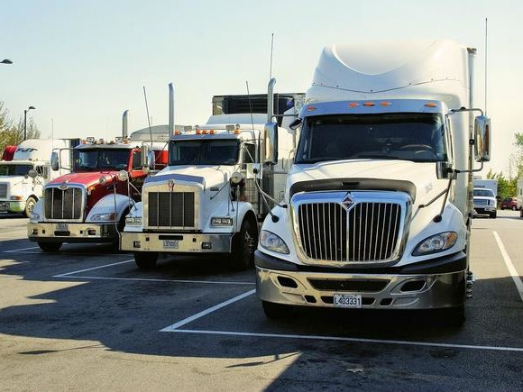 """They're Calling It A """"Bloodbath"""" For The $800 Billion Trucking Industry As US Economy Collapses"""
