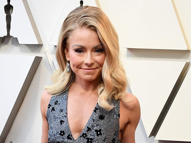 Kelly Ripa's $70 shoes are perfect for your holiday vacation