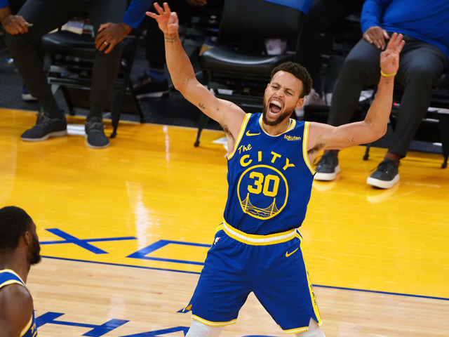 'Changed the Game Forever': Twitter Erupts After Steph Curry Breaks Yet Another NBA Record