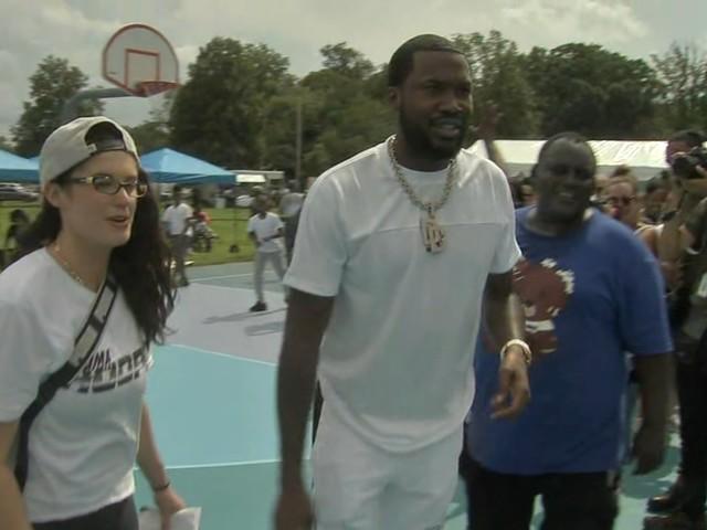 Meek Mill makes surprise appearance on Philadelphia basketball court