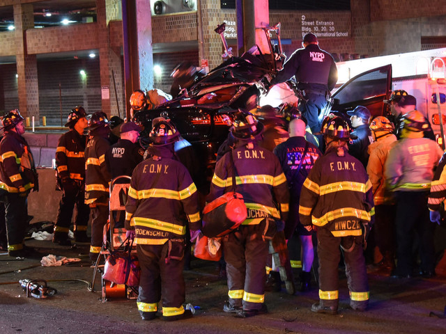 NYPD officer dead, 2 critically injured in crash on FDR: sources