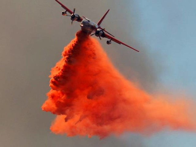 Aircraft, crews battle wildfire at Lake Mead recreation area