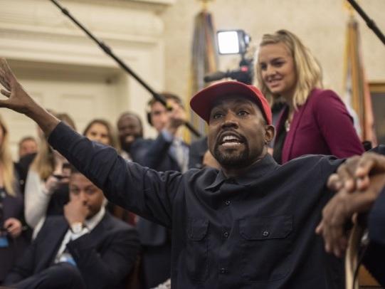 """Kanye Gave Impromptu """"Keynote Address"""" At DC Apple Store After White House Visit"""
