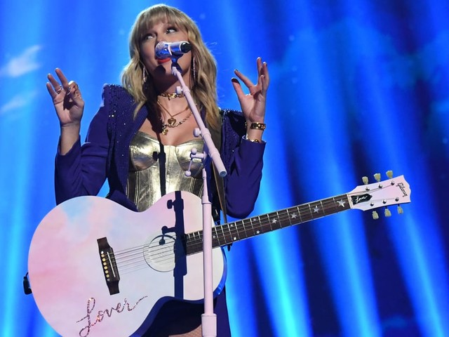 Taylor Swift Asks Fans For Help, Says Scooter Braun Feud Will Affect Her AMAs Performance