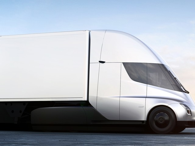 Could Tesla Power Its Electric Truck With Solar Panels?