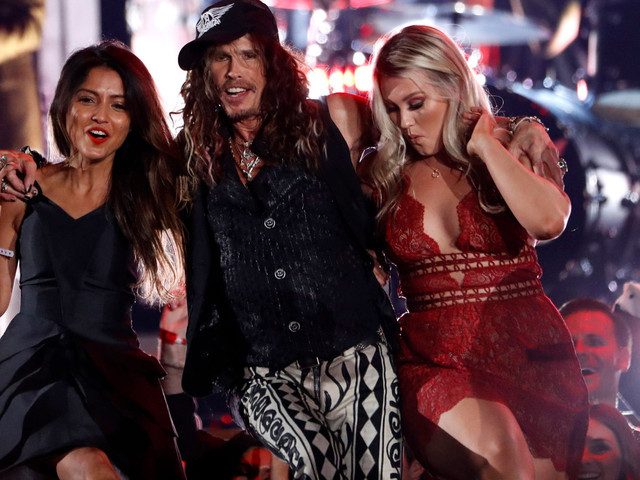 Power outage temporarily dims Steven Tyler's Grammys party