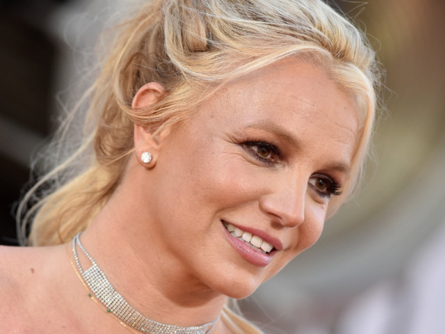 Britney Spears Can't Escape Criticism After Debuting Brunette Look