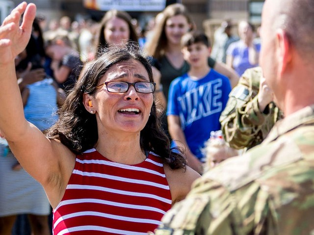 'Emotional chaos': What it's really like psychologically for military families when troops are deployed