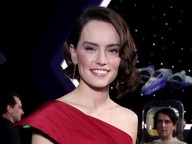 Daisy Ridley Is the Lady in Red at 'Rise of Skywalker' Premiere!