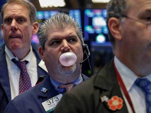 Global Markets Extend Drop As Traders Await Powell