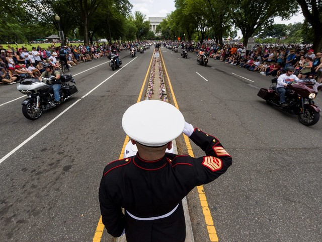 Rolling Thunder motorcyclists ride for fallen soldiers