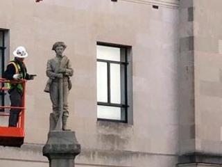 North Carolina city takes down Confederate statue