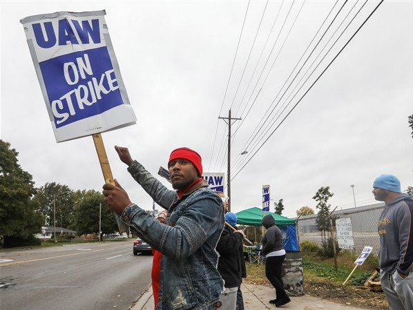 House Democrats seek benefits for striking workers