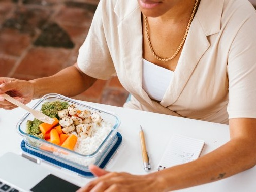 PSA: Negative Thoughts Can Make Your Food Less Nutritious, Says A Neuroscientist