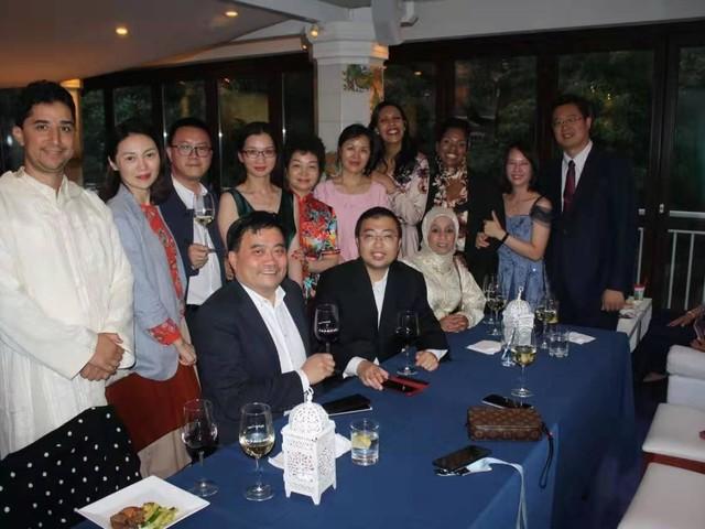 Fox-Renmin dual EMBA graduates experience the City of Brotherly Love