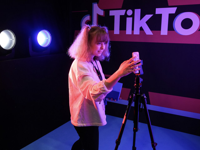TikTok tests a Cameo-like option that lets users pay for custom creator videos