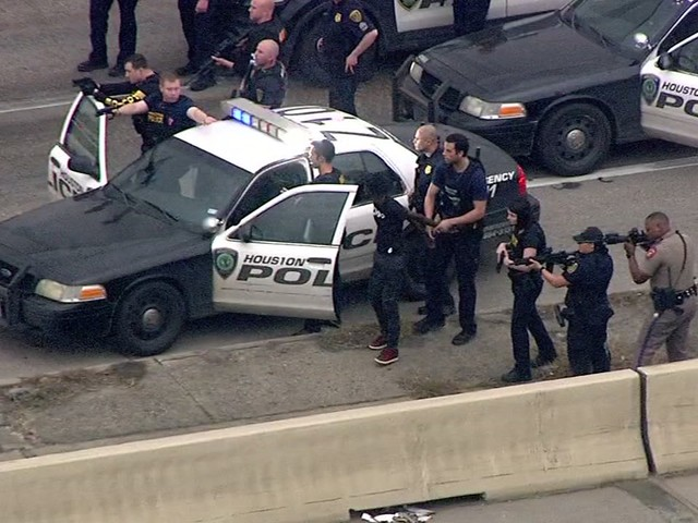 Driver and passengers in custody after police chase in southeast Houston