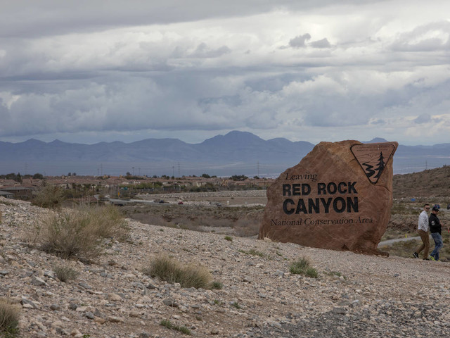 Red Rock Canyon wildfire has burned about 400 acres