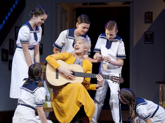 Theater Review: Classic American Musicals, With a German Accent