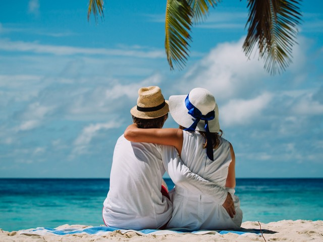The average honeymoon costs nearly $5,000 — here's how to pay for yours using credit card rewards and sign-up bonuses