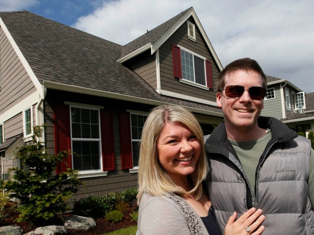 There's a simple math rule that can determine if you should rent or buy a home, according to 2 early retirees who think buying a house to live in is a 'terrible' idea
