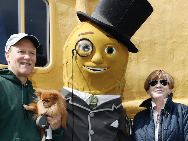 Planters kills off Mr. Peanut for a Super Bowl ad, and people are thrilled