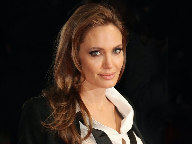 Report: Angelina Jolie Begging Friends To Help Her With Her 'Man Hunt'