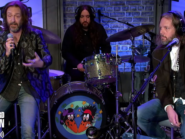 Watch The Black Crowes' Chris & Rich Robinson Announce Reunion On 'The Howard Stern Show'