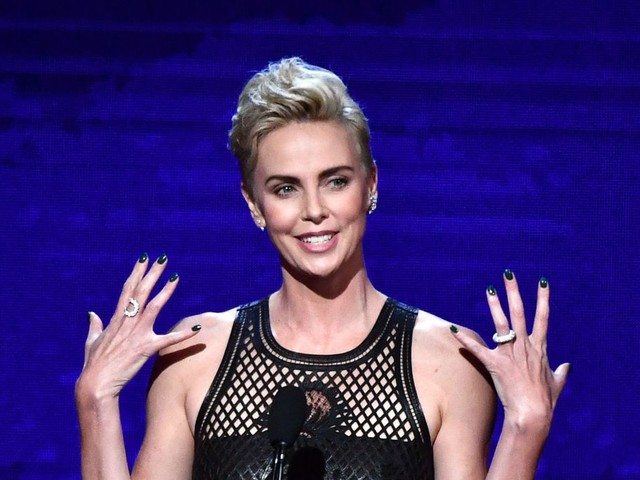 Charlize Theron Receives American Cinematheque Tribute And Gets Roasted By Two Seths – MacFarlane And Rogen