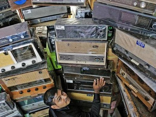 Watch: This collector has rented a house for his antique radios