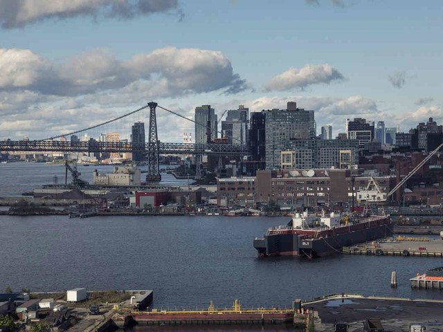Dead man found in the water near Navy Yard: NYPD
