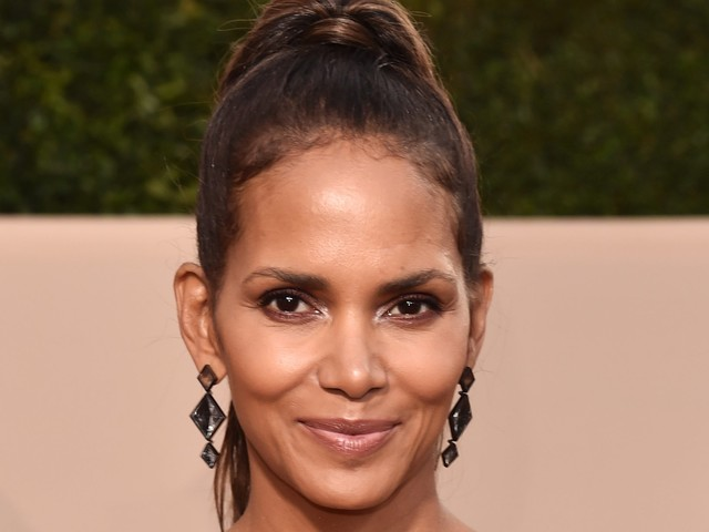 Halle Berry Is Headlining A Major Beauty Event — & It's Free