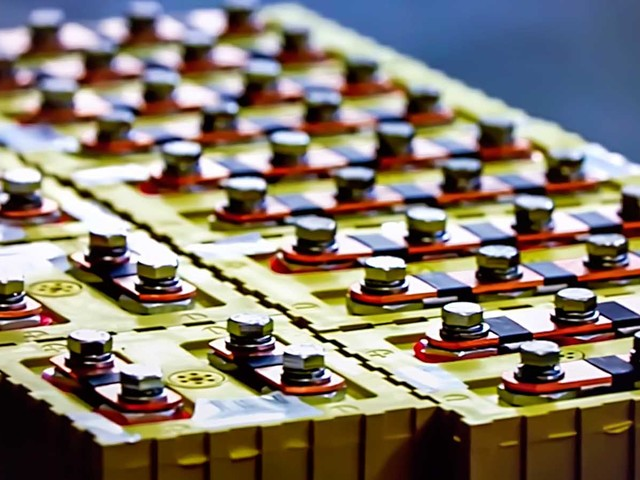 7 Battery Stocks for High-Powered Gains