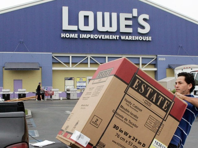 Lowe's CEO says e-commerce remains a 'mystery' for the company, and it reveals a stark reality for the home-improvement chain
