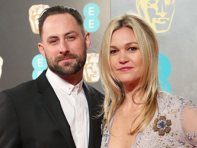 Julia Stiles is Pregnant, Debuts Baby Bump in London!