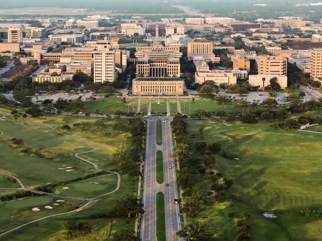 UT Austin, Texas A&M among top public colleges whose students earn the most after graduation