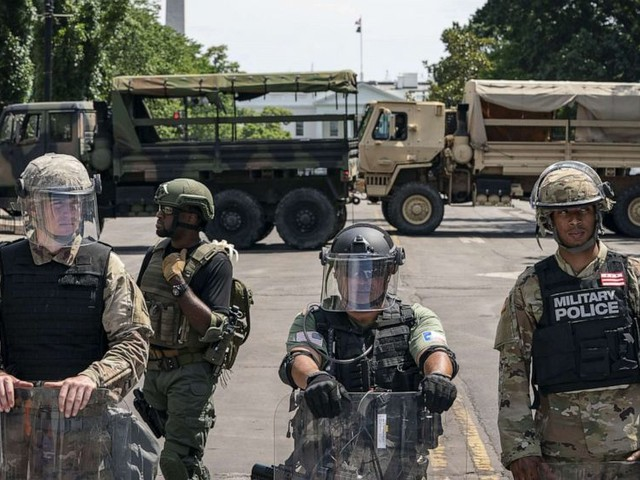 As DC militarizes amid George Floyd protests, some experts say it's gone too far
