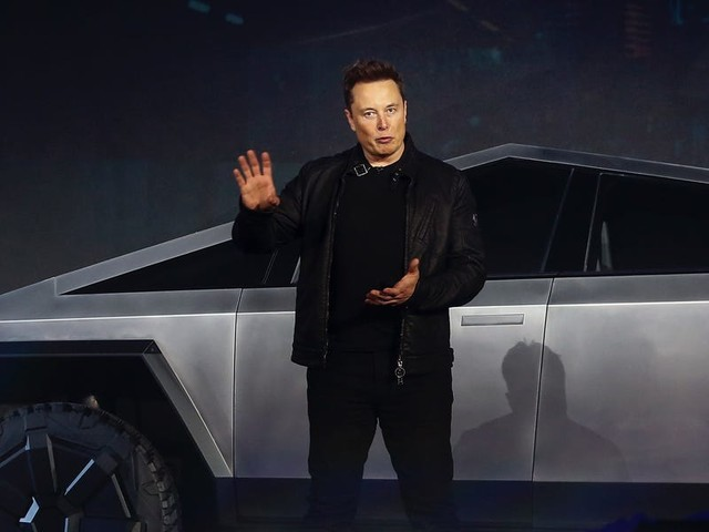 Elon Musk reportedly told SpaceX employees they have a much higher chance of dying in a car crash than from the coronavirus (TSLA)