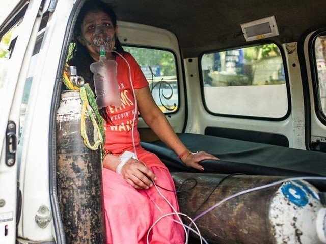 India Covid crisis: Hospitals running out of oxygen