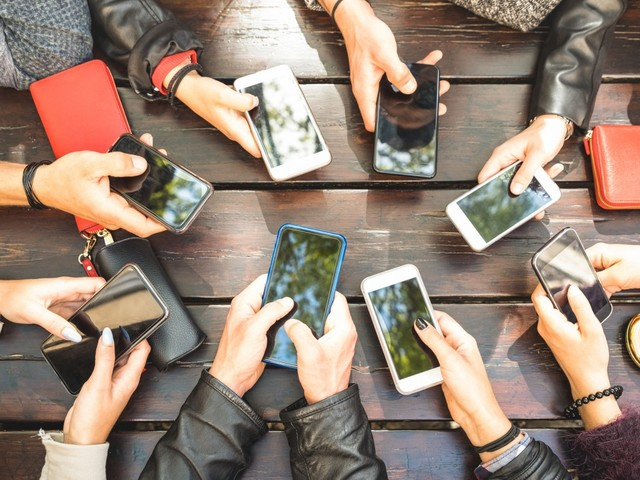 College profs say smartphones can help low-income students have academic success