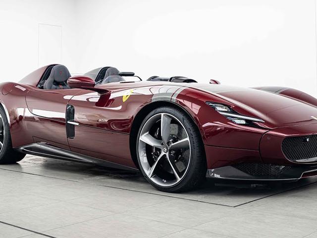 Dark Red Ferrari Monza SP2 Is Drop-Dead Gorgeous