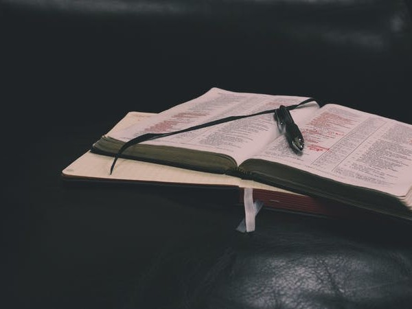 Read the Bible with Someone Else: Four Benefits of Studying in Community