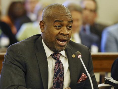 Newark Mayor Jumps On Universal Basic Income Bandwagon