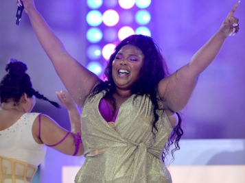 Lizzo Makes The Craziest Entrance For Her 'TODAY' Show Summer Concert Series Show
