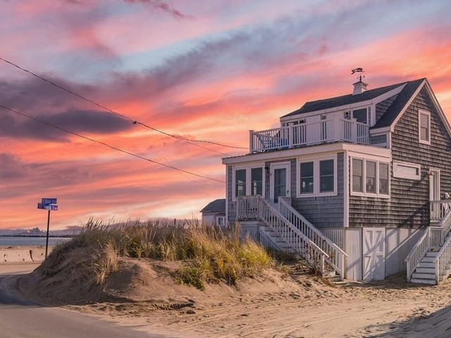 The 24 best Airbnb beach houses in the US, including an oceanview home in Malibu, a private island in Hilton Head, and a beachfront cottage in Cape May