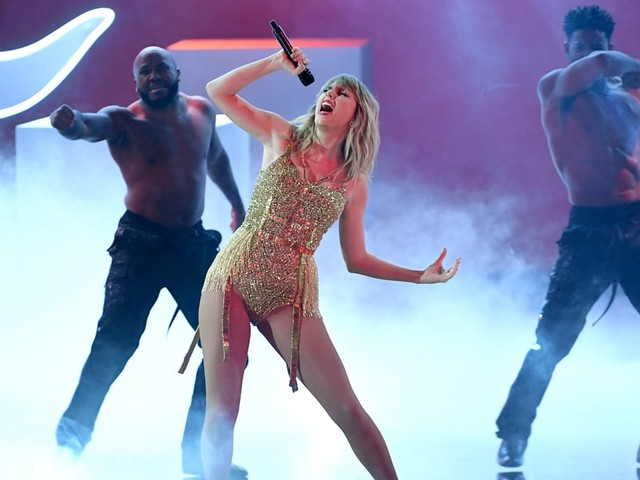 Taylor Swift Performs Her Biggest Hits From the Past Decade at the AMAs