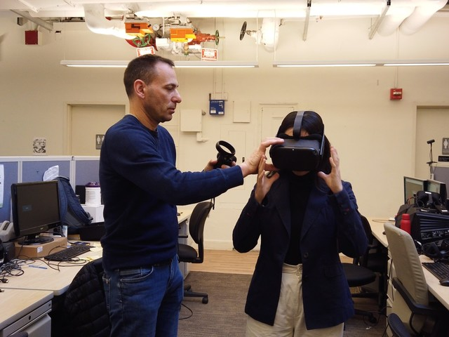 Fordham University business students have a new tool to prepare them for boardrooms: virtual reality.