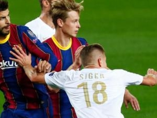 Barcelona extends contracts of Piqué, Ter Stegen and others