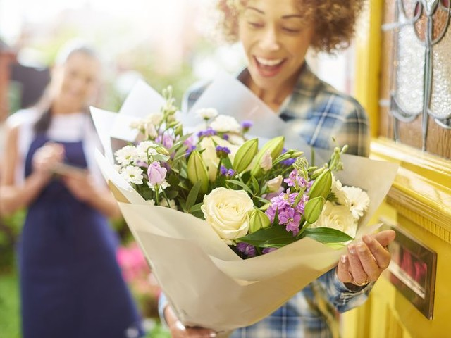 Cheap Flower Delivery: Local Florists vs. ProFlowers vs. 1-800-Flowers vs. FTD